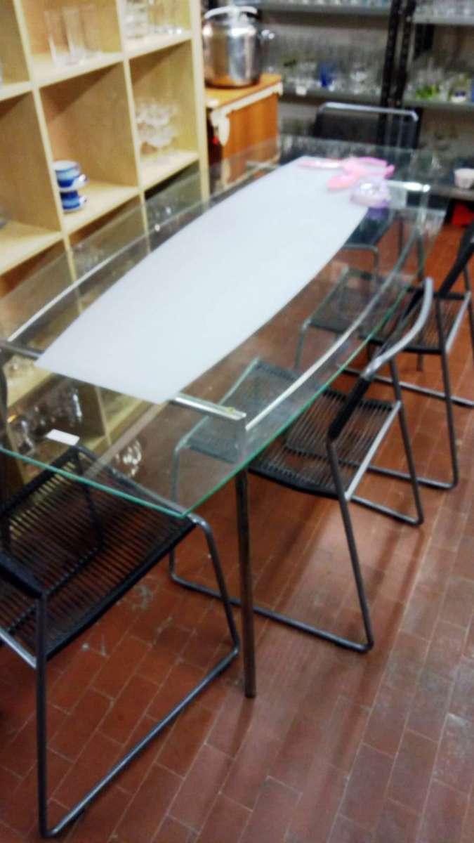 Tavolo con piano in cristallo