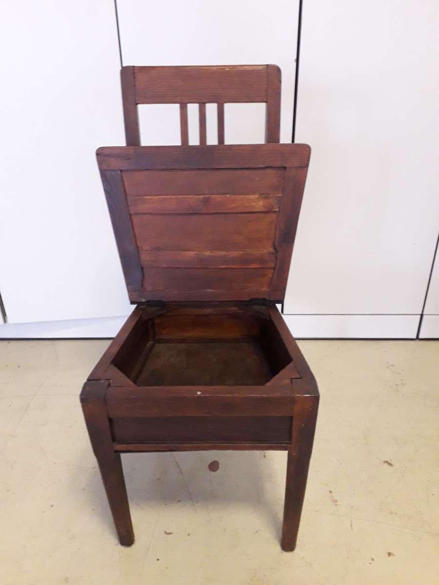 sedia comoda in legno