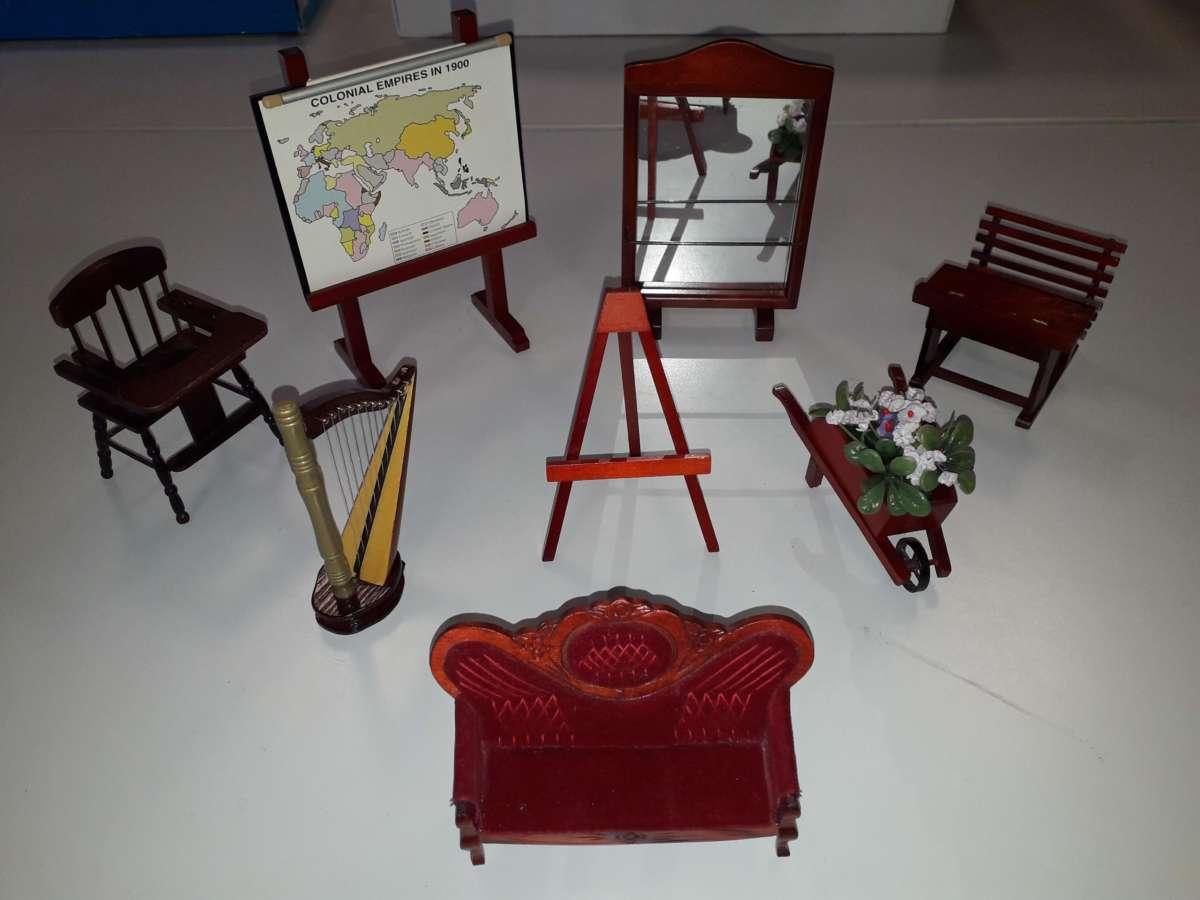 mobili bambole scuola