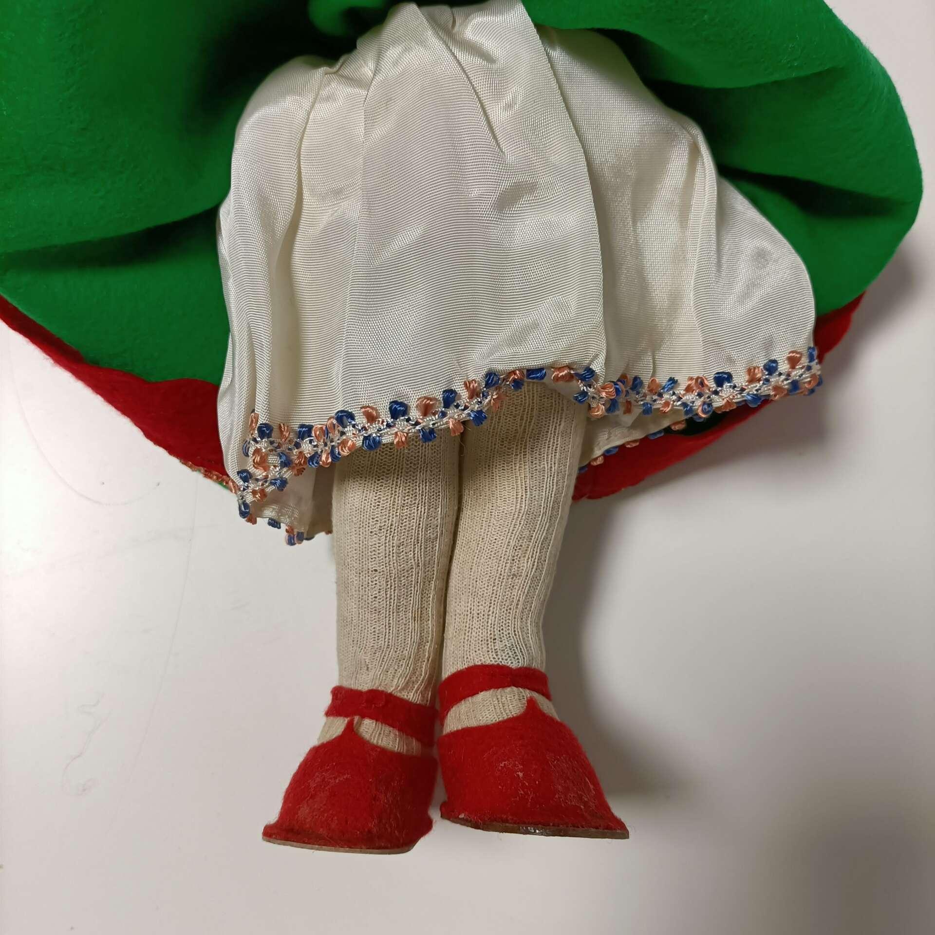 Bambola pannolenci tirolese