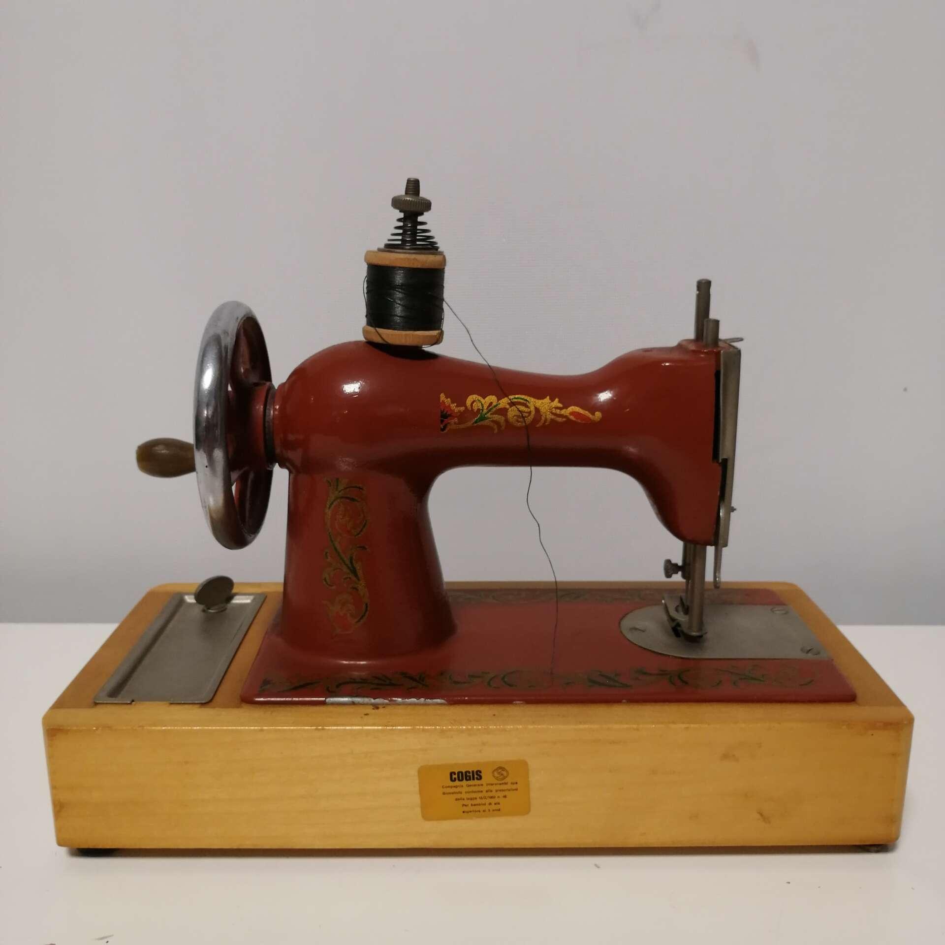 macchina da cucire giocattolo vintage