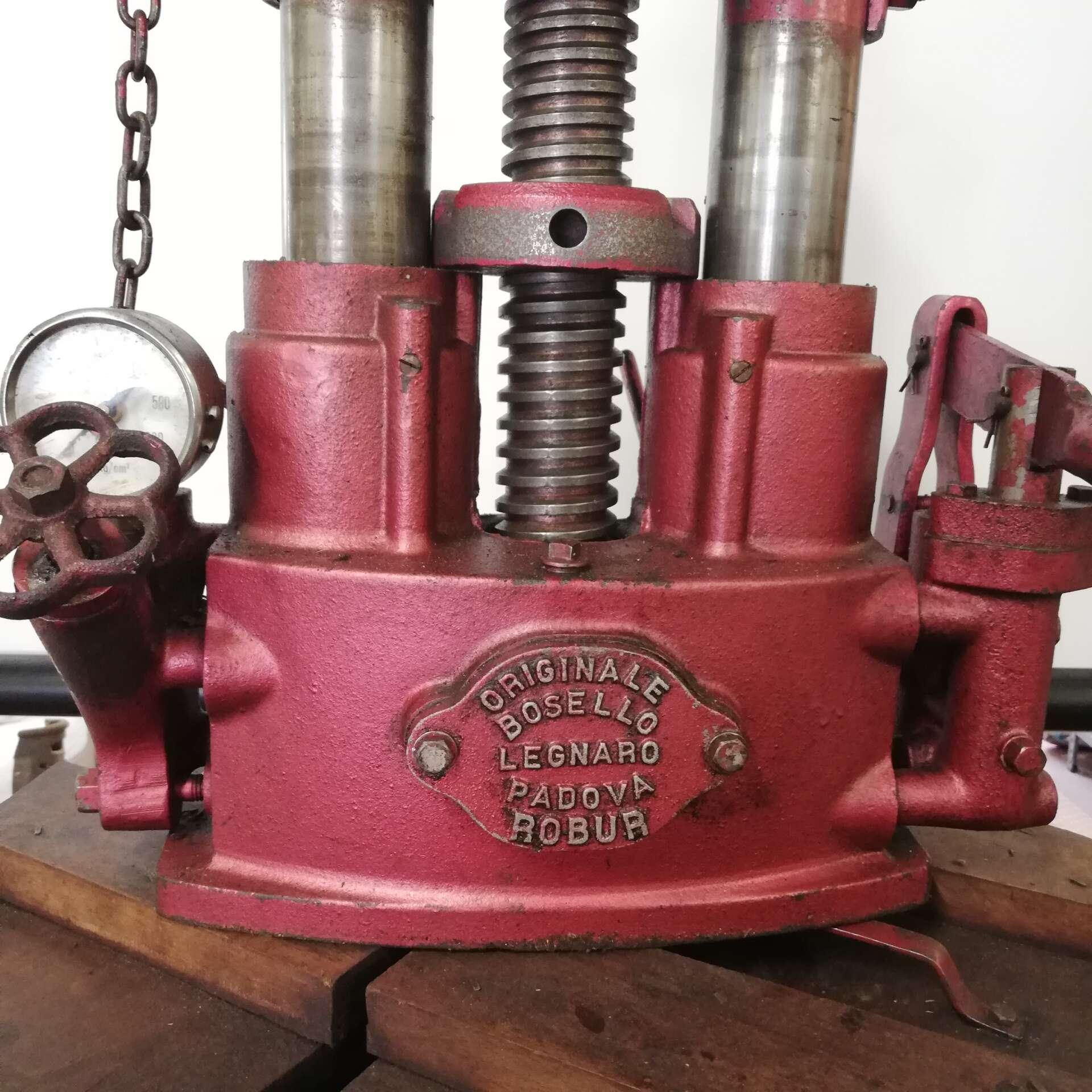 Torchio idraulico